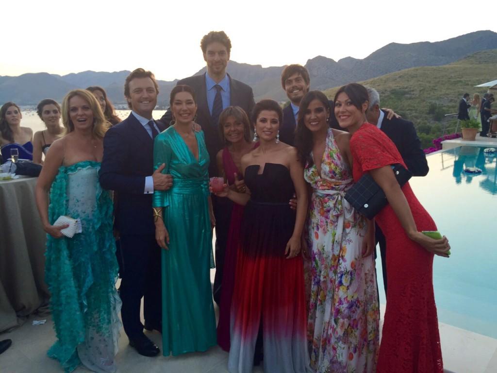 En la imagen, con Marta Asturias, Pau Gasol, Raúl Gracia, 'El Tato' y Mayte Lozano, entre otros invitados.