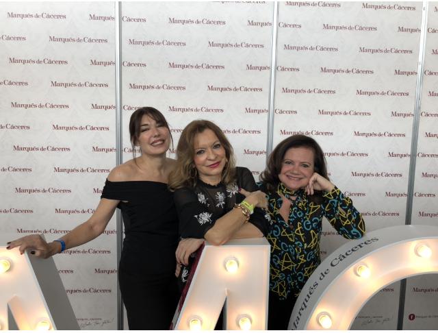 ¿Qué grandes estas mujeres! Cristina Forner de Marqués de Cáceres y la diseñadora Pilar Vera