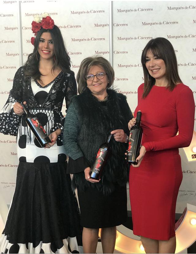 Presentación de la etiqueta de la botella Marqués de Cáceres con la diseñadora Loli Vera y la modelo Sofía del Prado