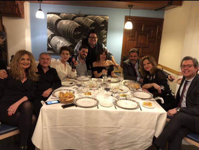 Disfrutando de una exquisita cena con algunos patrocinadores e invitados a SIMOF 2018