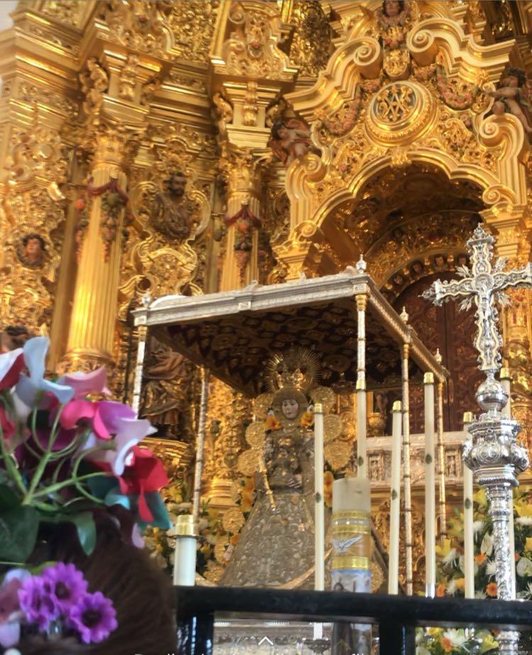 La primera visita es a la Virgen del Rocío en su ermita